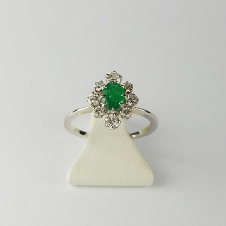 Bague entourage - emmeraude et diamants - or blanc