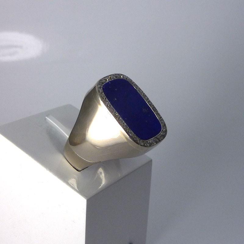 chevali re compos e d 39 un plateau en lapis lazuli entour de diamants. Black Bedroom Furniture Sets. Home Design Ideas