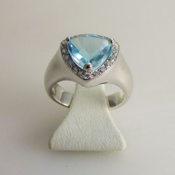 Topaze bleue & diamants or blanc
